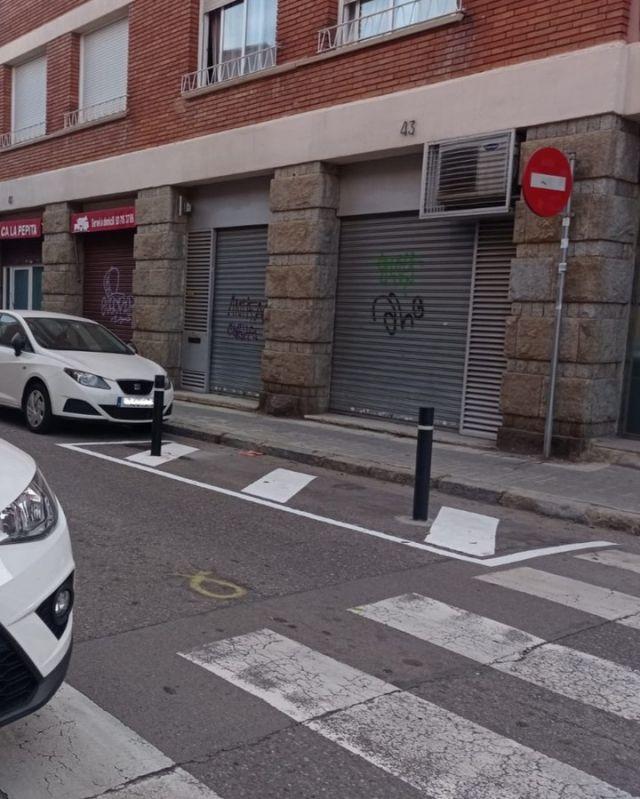 👏👏 Accions com aquestes millores la seguretat de les cruïlles del barri i fan més segurs els #caminsescolars.  @avlacreualta, @ampasamuntada, @afaribatallada, @ampacreualta, @ampaescolabertran, @escolatarres, @unbarriperviure  #recuperemlaciutat @sabadell_cat